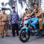 Bupati dan Wakil Bupati Ciamis Serahkan Kendaraan Operasional KB