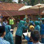Tim Recheking Kesatuan Gerak PKK KKBPK Kesehatan Provinsi Jawa Barat Kunjungi Desa Salakaria Kecamatan Sukadana