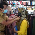 Sosialisasikan AKB di Pasar Tradisional, Wabup Ciamis Bagikan Masker