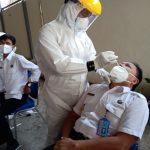 Cegah Penyebaran Covid-19, Pegawai BNNK Ciamis Ikuti Test Swab