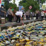 Jelang Pergantian Tahun, Ribuan Botol Miras Dimusnahkan