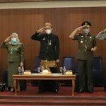 Kenakan Baju adat Sunda, Sekda Ciamis Ikuti Upacara Peringatan Hari Jadi Provinsi Jawa Barat Ke-76.
