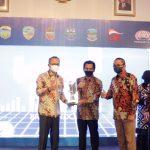 Wakil Bupati Ciamis Terima Penyerahan  Apresiasi Jawara Ekonomi Digital dan Pinunjul Jawa Barat Tahun 2021